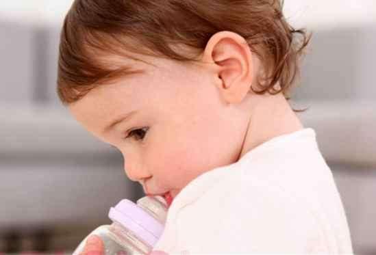 婴儿衣服上的奶渍要怎么祛除