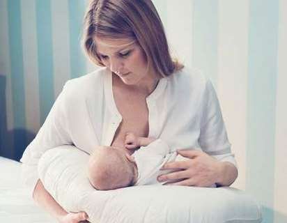 怎样让宝宝爱上奶瓶 注意喂奶姿势时机