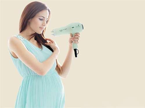 孕妇可以用吹风机吹头吗 吹风机对孕妇的影响