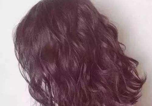 烫头发过后头发味道很怪是怎么回事 刚烫完头发怎么护理
