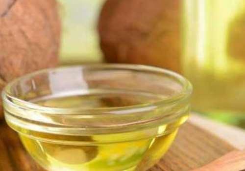 椰子油洗头能不能去屑 用哪种椰子油的护发效果好