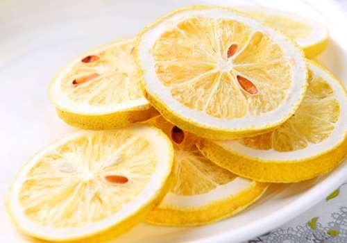 冻干柠檬片可以减肥吗 冻干柠檬片和烘干柠檬片的区别