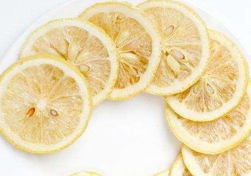 冻干柠檬片怎么泡水喝 冻干柠檬片泡水喝多少合适