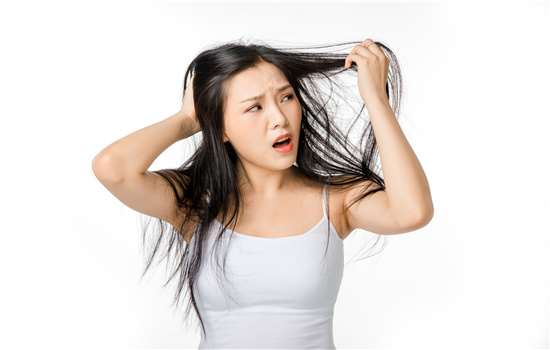 皮肤黑的人适合染什么颜色头发 适合什么发型