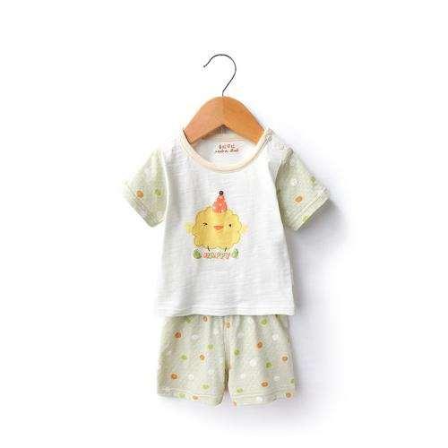 新生儿衣服怎样选择 注意做工精细宽松好穿脱