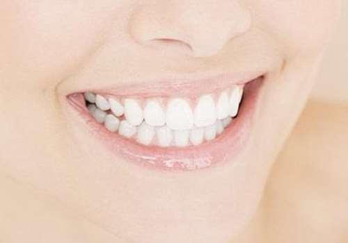 烤瓷牙能做核磁共振吗 烤瓷牙可以带牙套吗