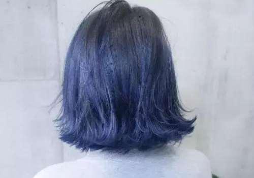 黑头发染黑蓝色需要褪色吗 掉色快吗