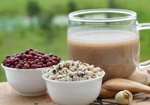 喝红豆薏米粥能放多少冰糖 放冰糖的红豆薏米可以隔夜吃吗