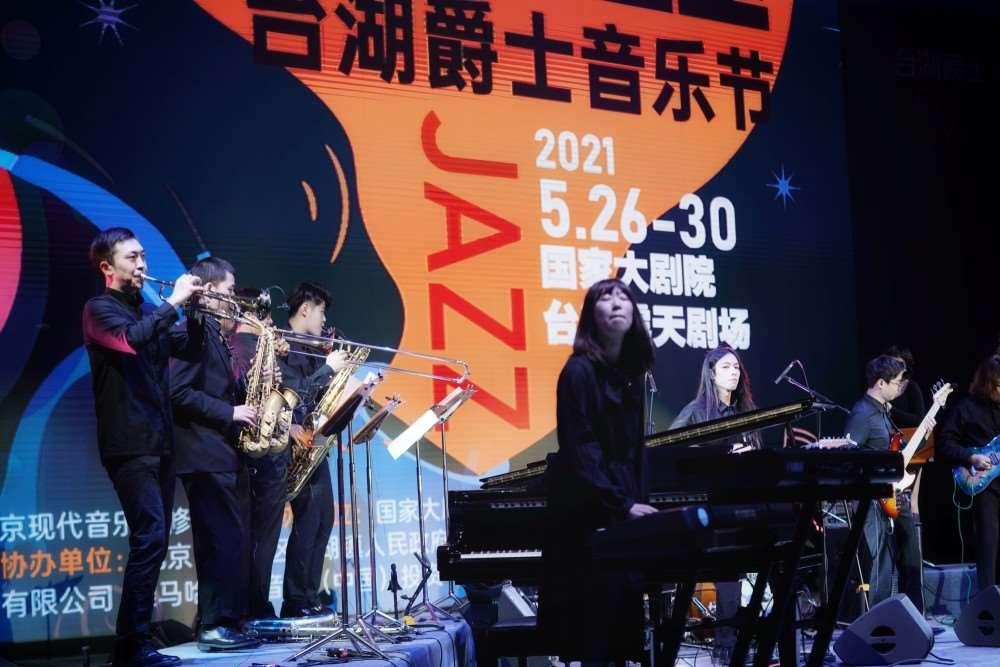 """音乐伴美食,夜色伴微风,""""2021台湖爵士音乐节""""露天启幕_明星新闻"""
