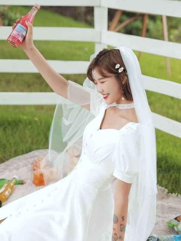 穿婚纱里面下身穿什么