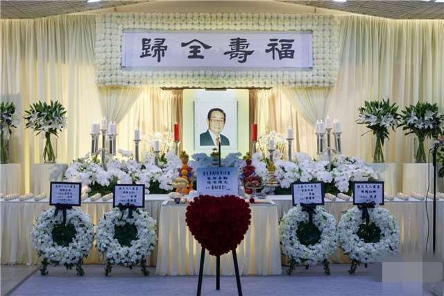 """""""播音泰斗""""李我去世,葬礼现场曝光,遗孀透露骨灰会撒在纪念花园_明星新闻"""