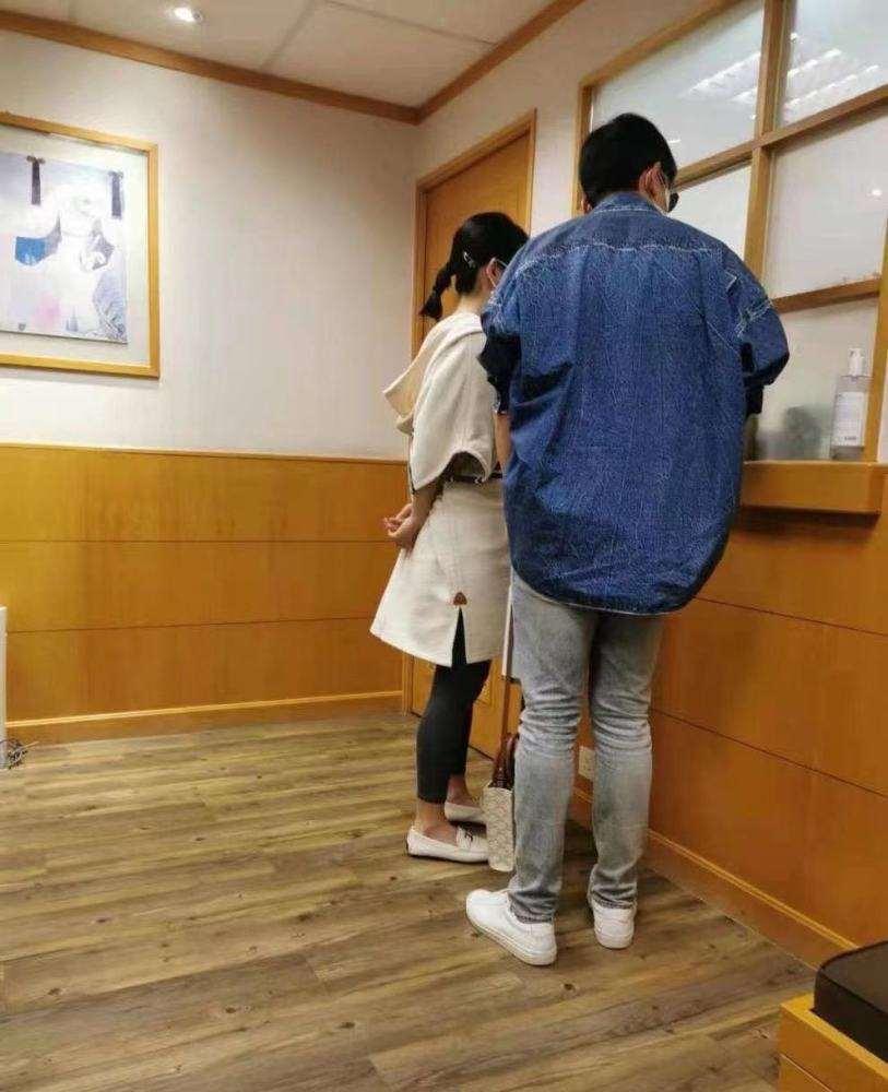谢娜被曝已生产将择日官宣,张杰更博,疑似提前透露二胎宝宝乳名_明星新闻