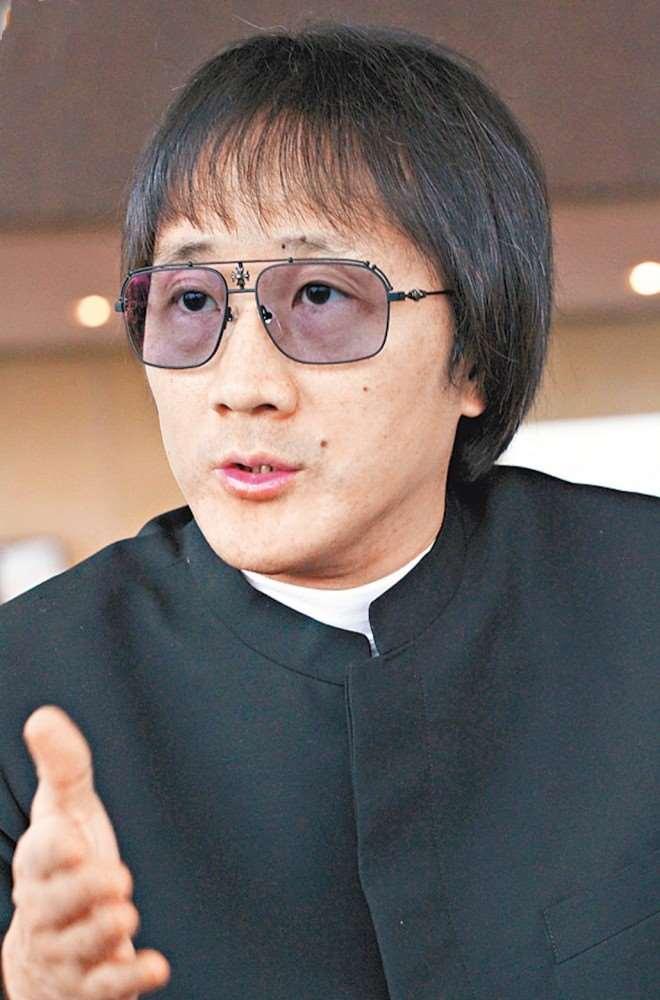 63岁郭永鸿带六保镖用餐排场大,消毒座椅确保卫生,返港后已发福_明星新闻
