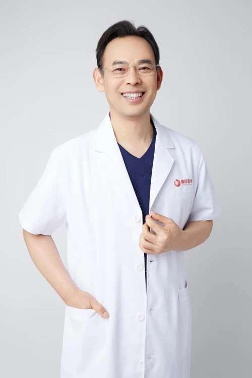 西安国际医学中心整形医院王爱武主任为乳腺癌失乳患者重塑形体