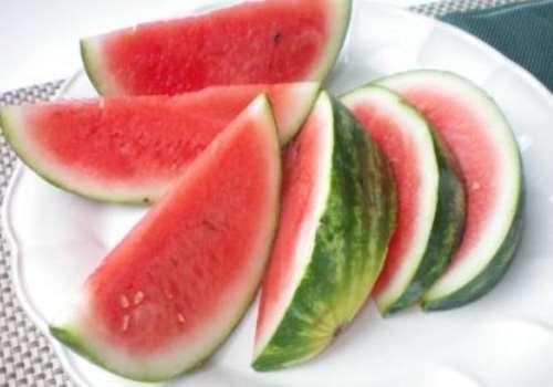 西瓜和梨可以一起吃吗 西瓜和梨可以一起榨汁吗