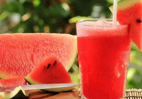 西瓜汁可以加牛奶吗 西瓜汁可以放冰箱吗