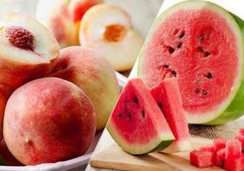 西瓜和桃子能一起吃吗 西瓜和桃子一起吃会中毒吗