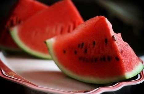 西瓜不甜是不是坏了 西瓜不甜怎么处理吃