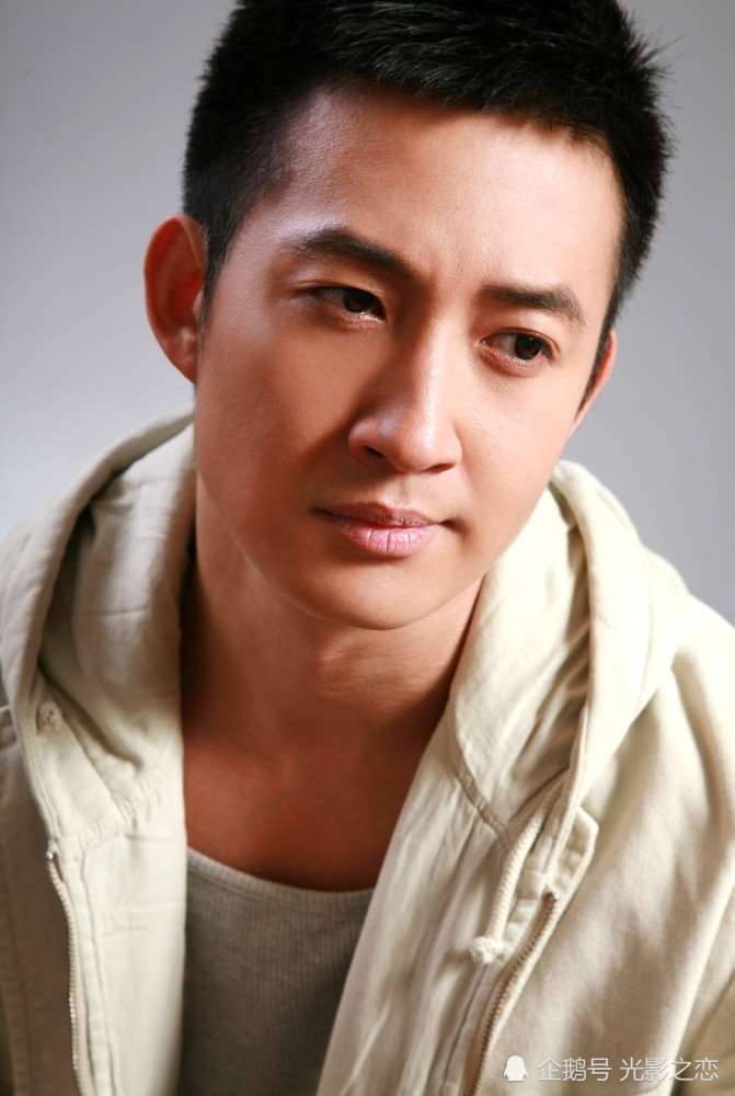 熬出头的男演员王阳:《叛逆者》的陈默群穷途末路,他却实力出圈_明星新闻