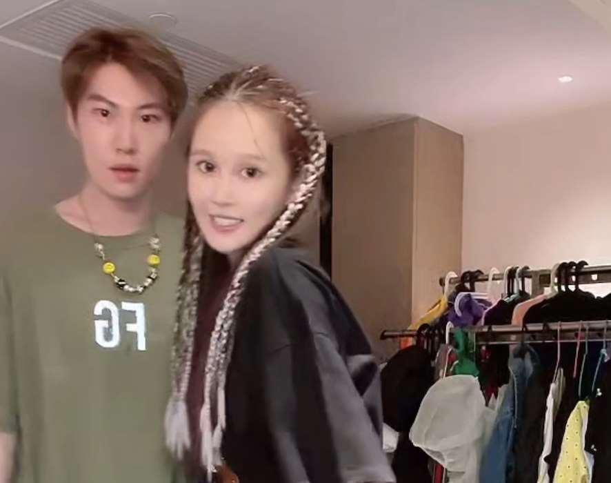 赵本山女儿豪晒超多名包和首饰被指炫富,霸气回怼:你就是嫉妒!_明星新闻