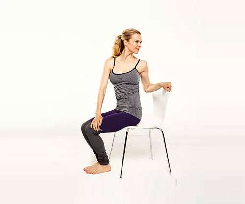 办公桌前的5个瑜伽动作 缓解肩颈酸痛