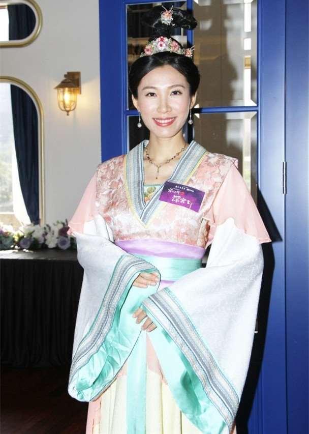 前TVB宫女和女儿一起制作甜品为大25岁百亿老公庆生_明星新闻