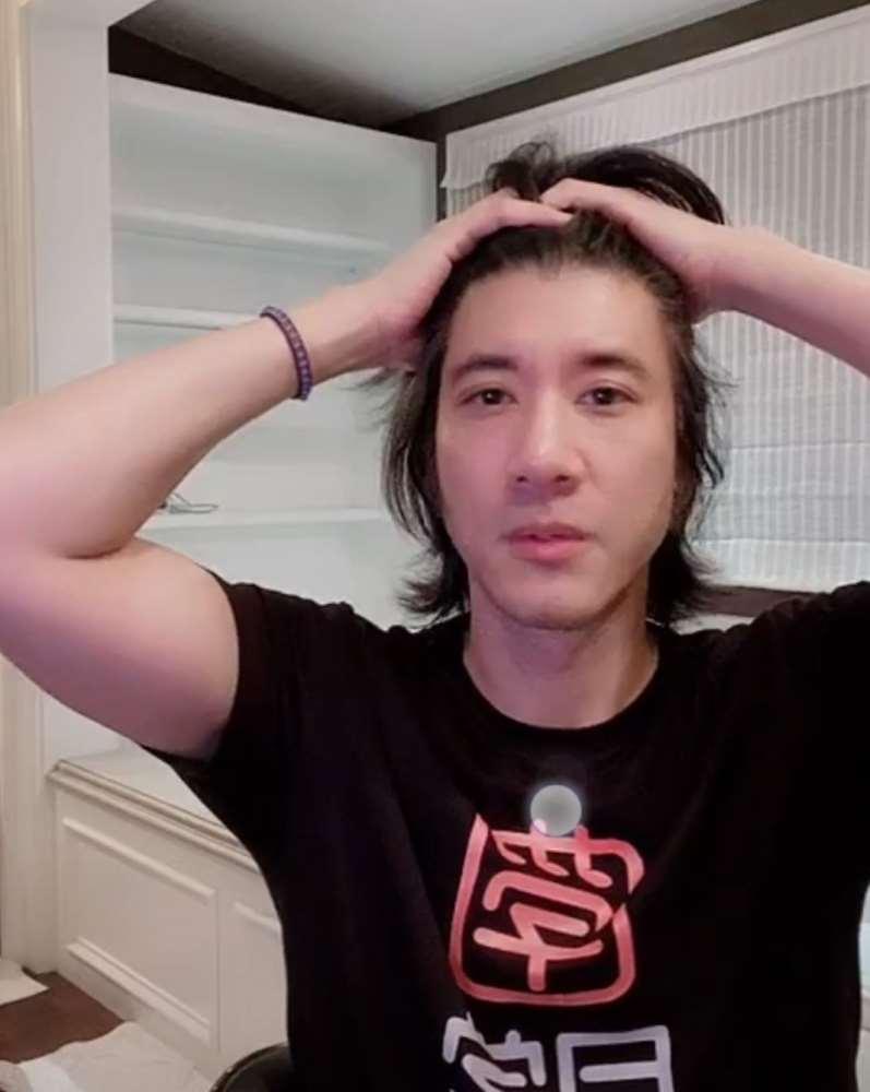 王力宏直播首秀人气火爆,网友认成基努里维斯,剃须前后判若两人_明星新闻