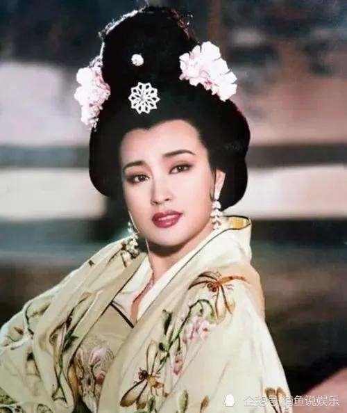 65岁刘晓庆不再扮嫩!满头白发饰演金晨奶奶,还演徐帆母亲_明星新闻