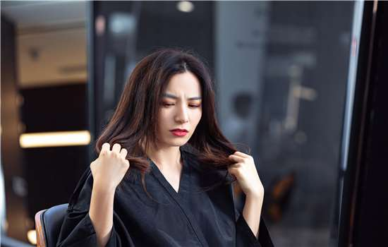 辛芷蕾发型需要烫吗 适合细软发质吗