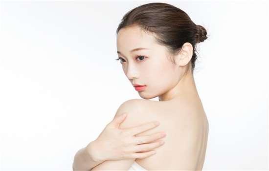 辛芷蕾发型是什么刘海 八字刘海怎么打理
