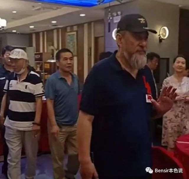 关二爷陆树铭:年轻不懂事曾入狱14个月,演完关羽27年无法出戏_明星新闻