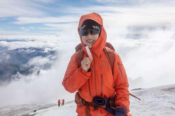 MEBO美宝联手华大运动|登顶哈巴雪山突破肌肤修护新领域