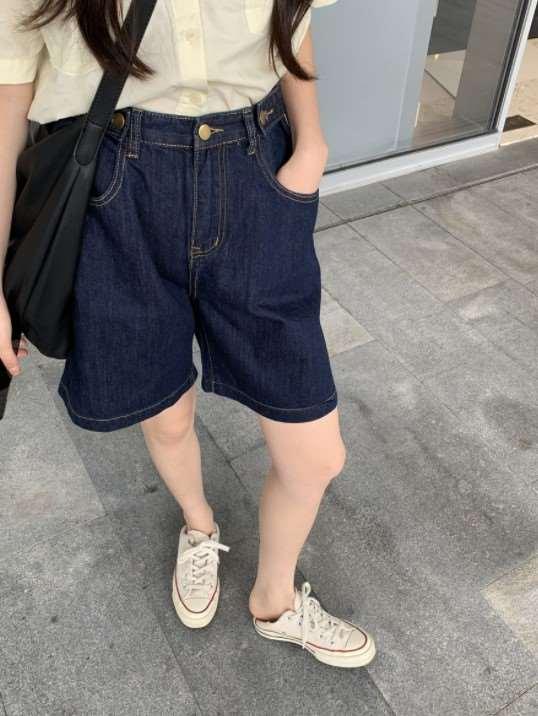 蓝色短裤搭配什么颜色上衣