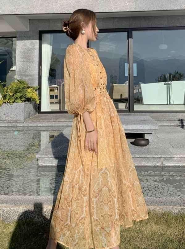 黄色裙子搭配什么颜色上衣