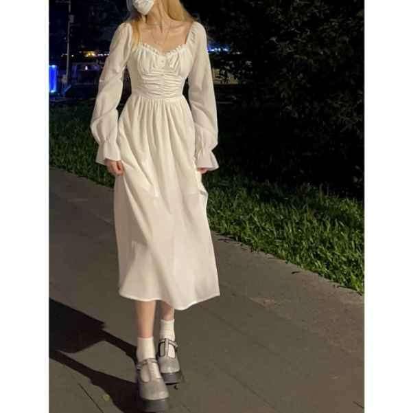 白色裙子配什么颜色包包