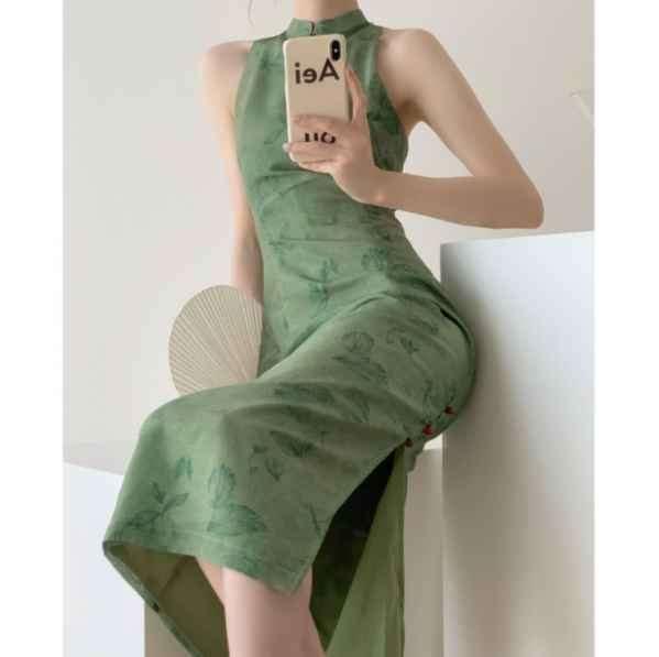 绿裙子搭配什么颜色的上衣