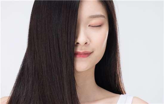 烫发后头发上的味道是什么有毒吗 怎么去除方法