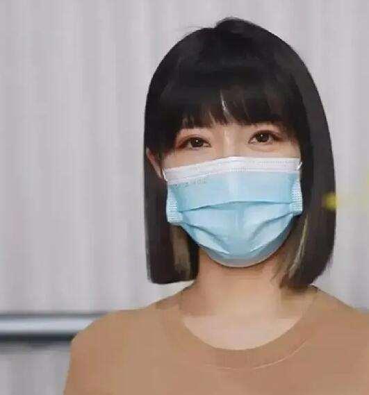 杭州郑女士刚火了一个周就凉了!太着急变现,直播不露脸是两大败笔_明星新闻